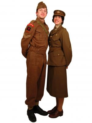 c136-wwII-army-couple